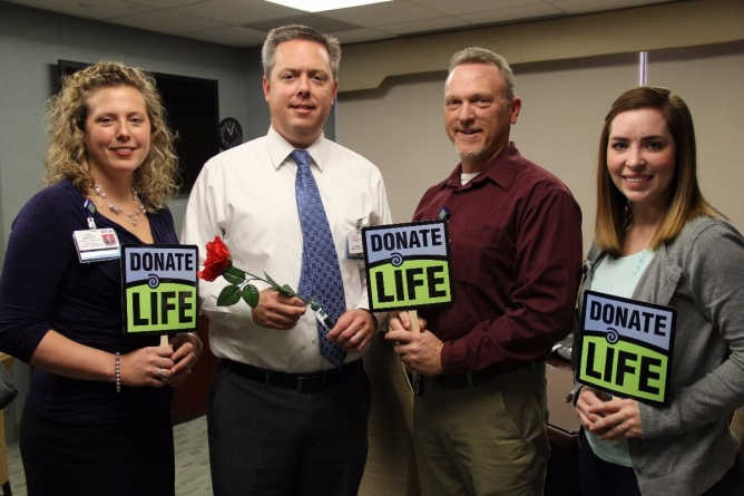 Peninsula Regional Medical Center Dedicates Rose for Donate Life Float in Rose Parade